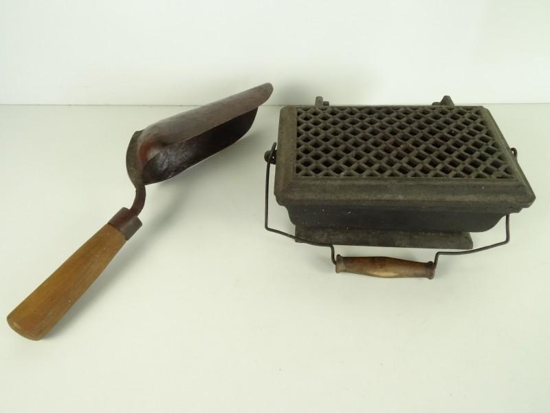 Antieke vuurpot om strijkijzers op te warmen + kolenschop