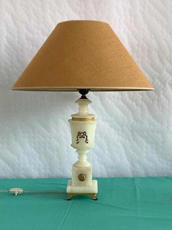 Klassieke tafellamp in albast en verguld metaal