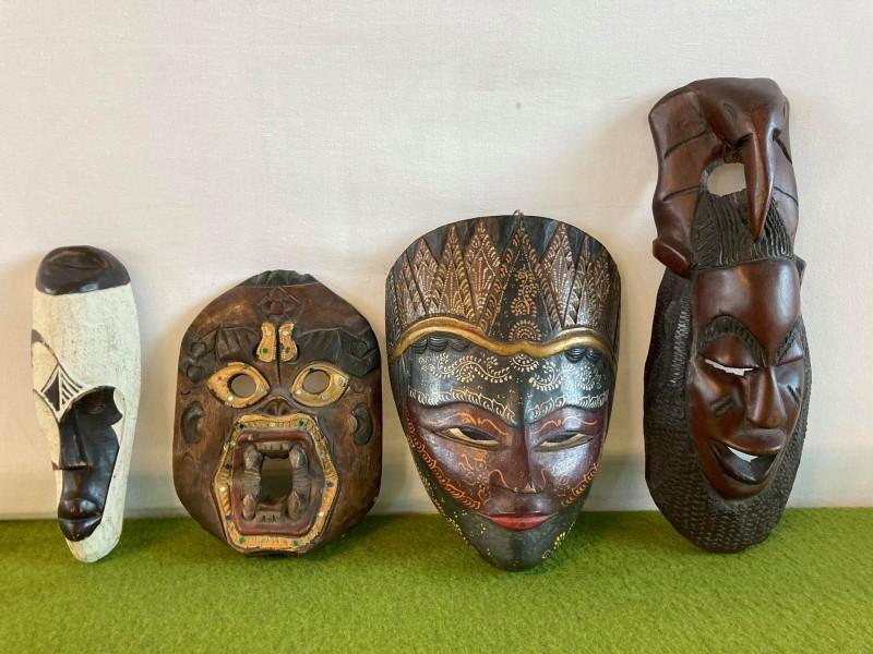 Lot van 4 etnische maskers