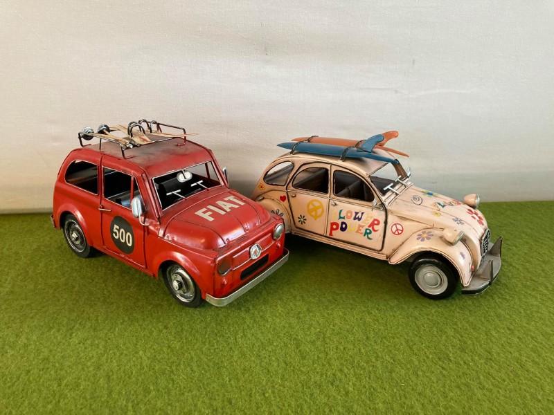 2 blikken decoratieve auto's