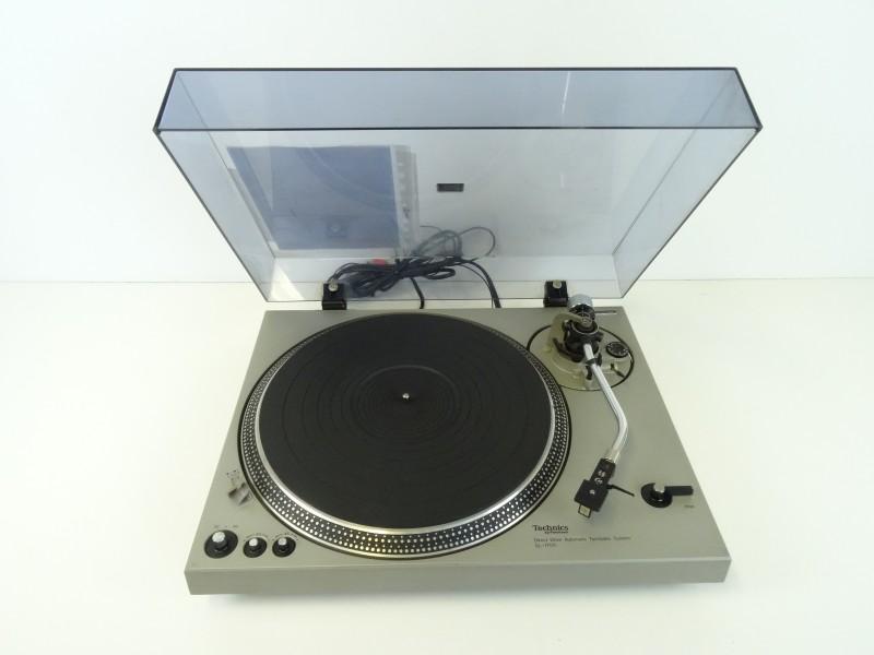 TECHNICS SL-1700 draaitafel
