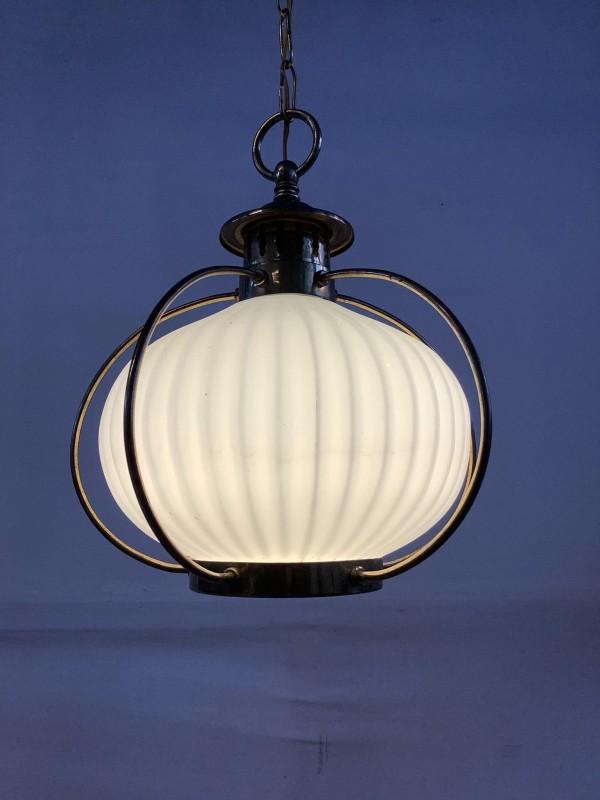 Hanglamp in koper en melkglas