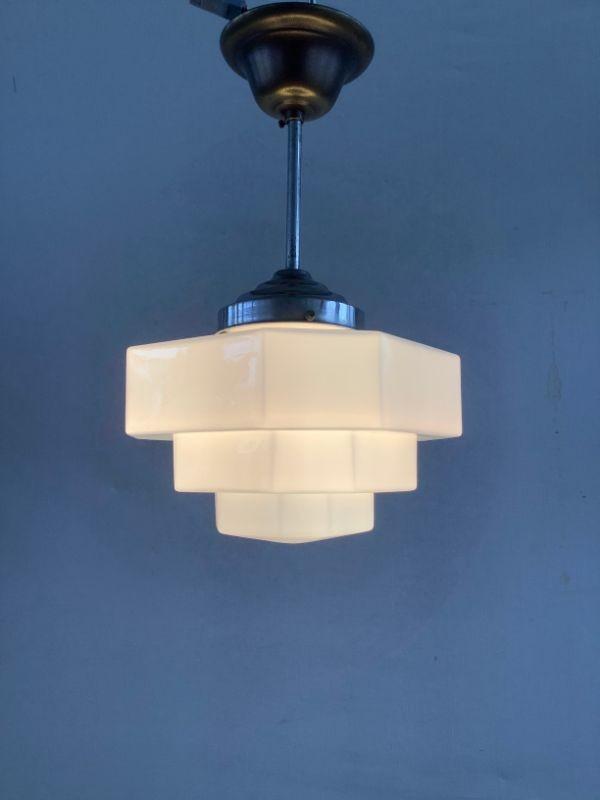 Art-deco hanglamp met geometrische kap