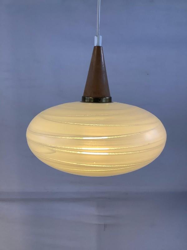 Vintage hanglamp met hout en glas