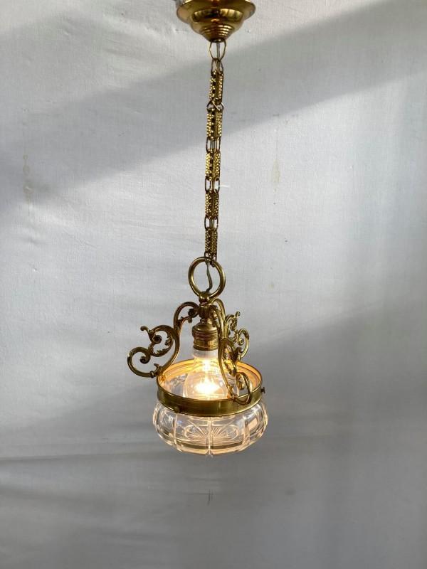 Antieke hanglamp uit koper en geslepen glas