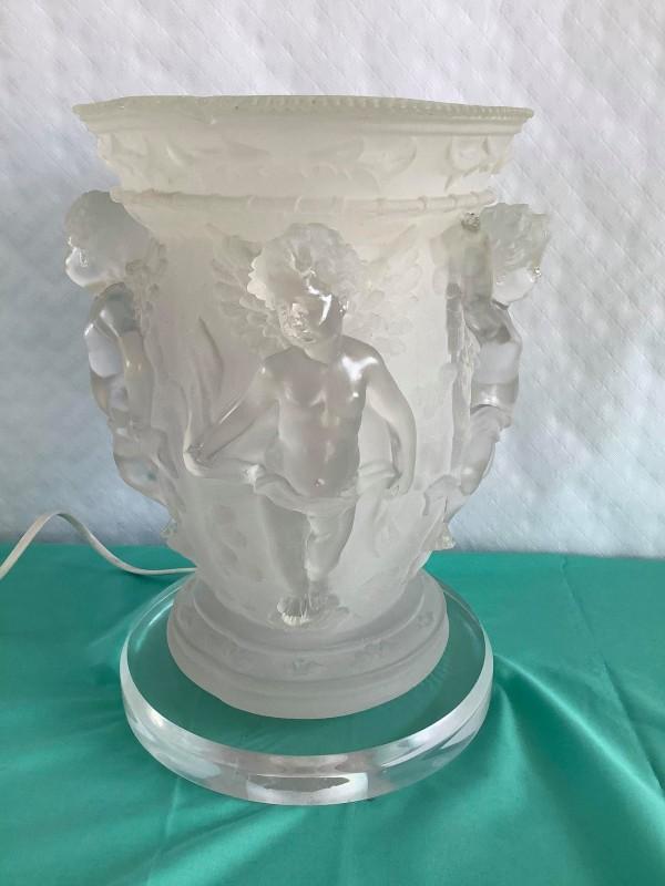 Tafellamp in bekervorm met engeltjes