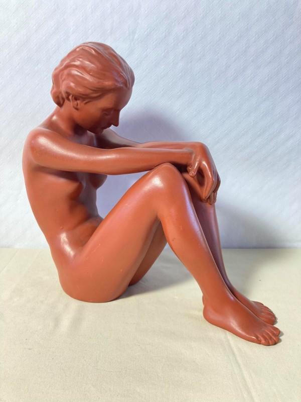 Terracotta beeld van een naakte dame