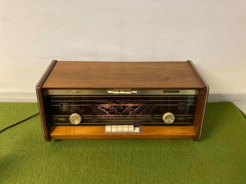 Retro Philips radio