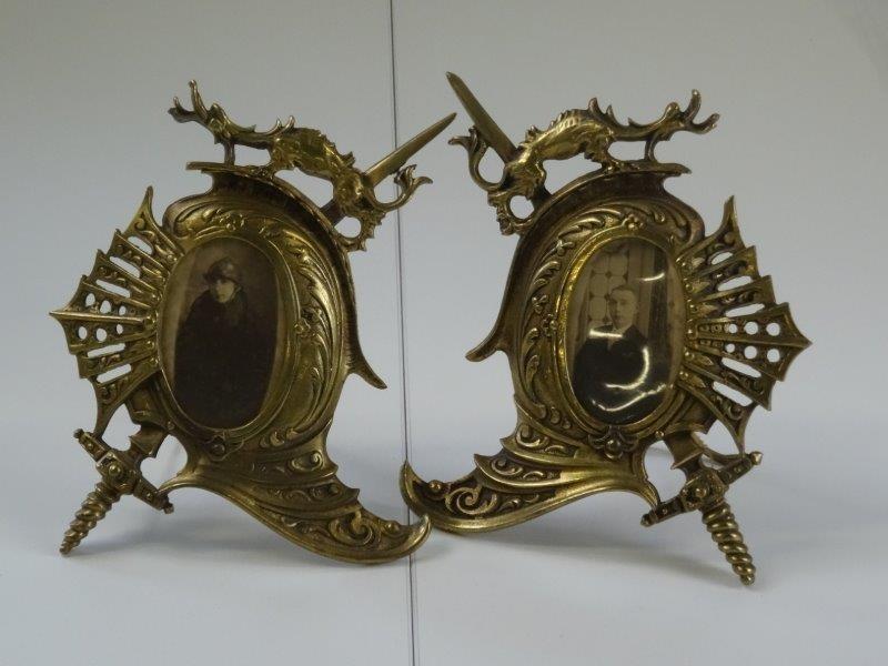 2 bronzen fotokadertjes