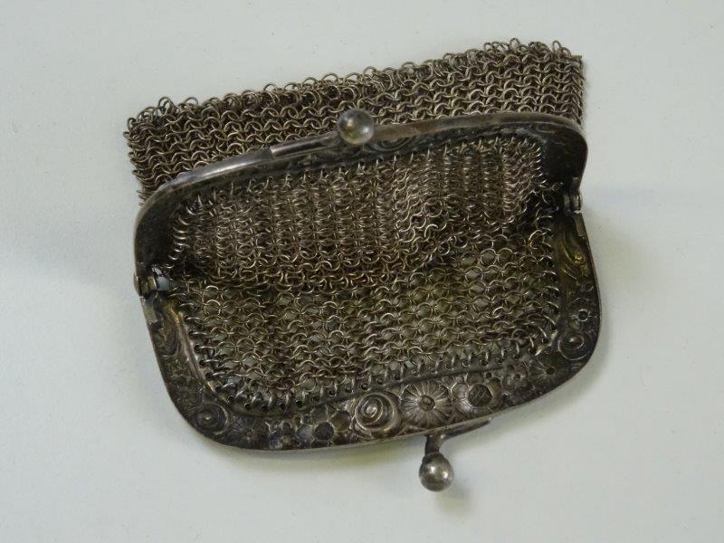 Antieke geweven zilverkleurig handtas
