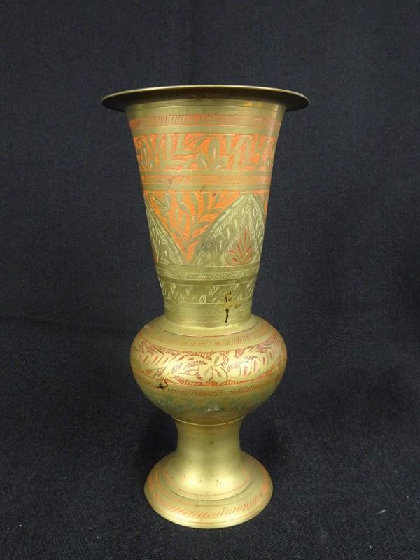 Decoratieve koperkleurige vaas
