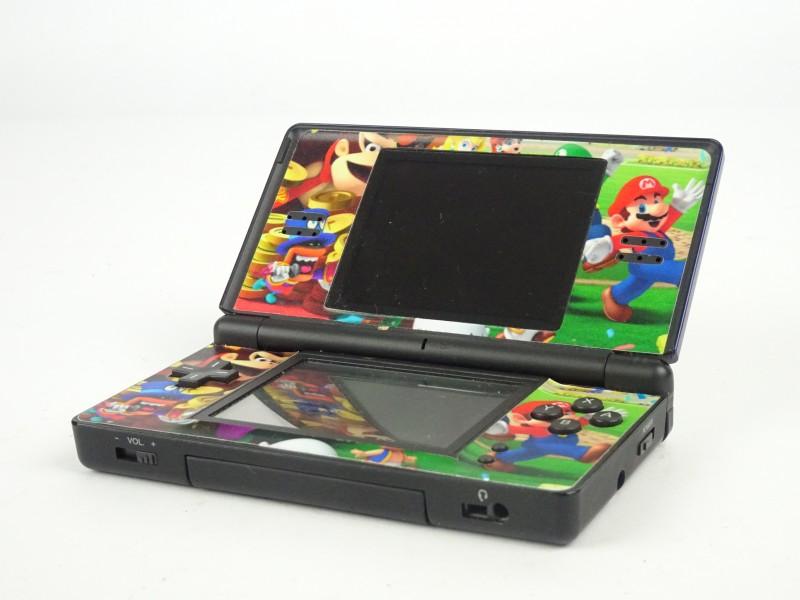 Nintendo DS Lite met 4 games en bewaar etui.