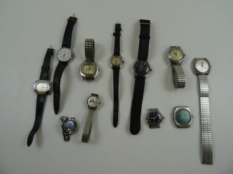 groot lot Pontiac Horloges
