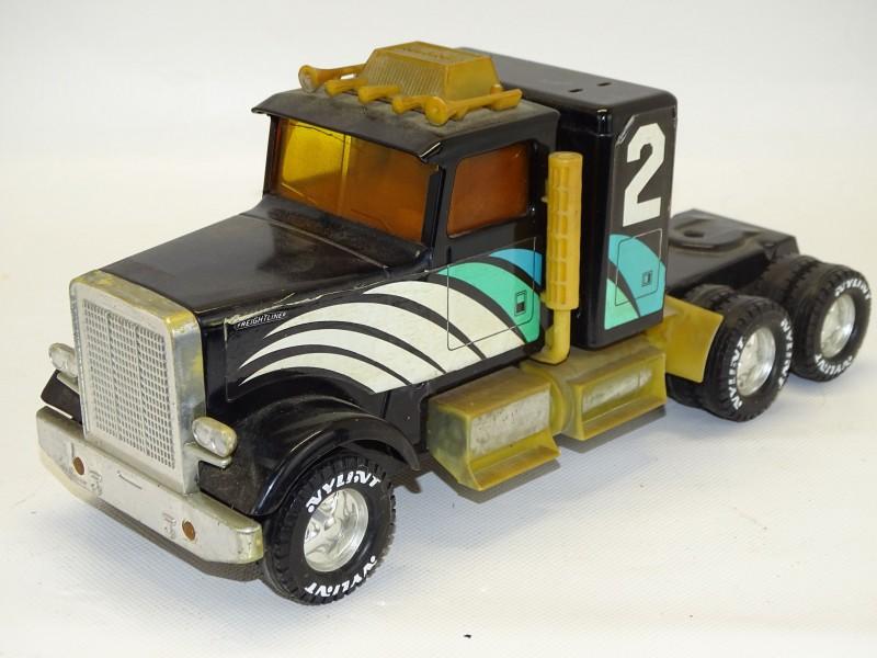 """Nylint Vrachtwagen, Semi Truck, """"Freightliner"""", USA"""