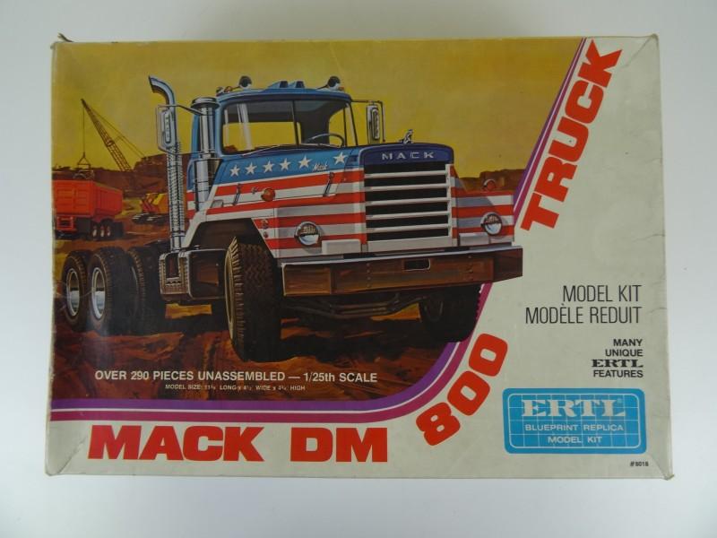 Mack DM-800 Truck