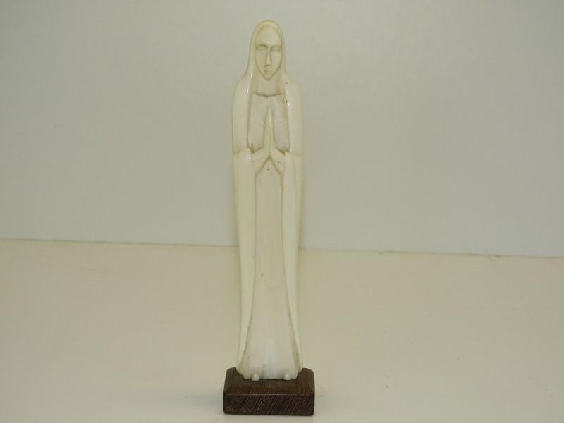 Mariabeeldje uit Been