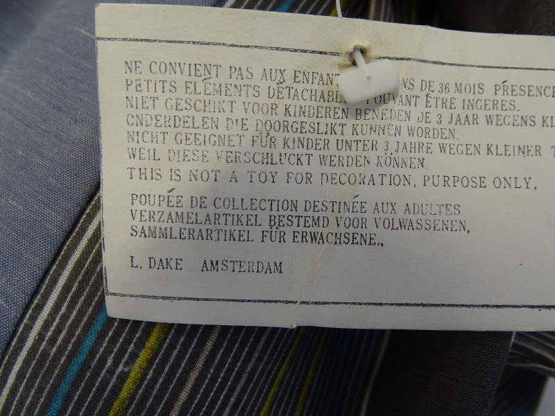 Clownspop op Schommel: L. Dake, Amsterdam