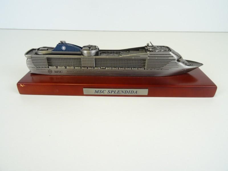 Een vakantie souvenir: model Cruiseschip MSC Splendida
