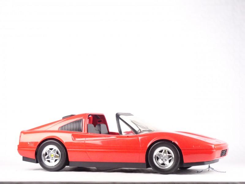 Vintage Barbie Ferrari 328 GTS van Mattel. (Uit 1986)