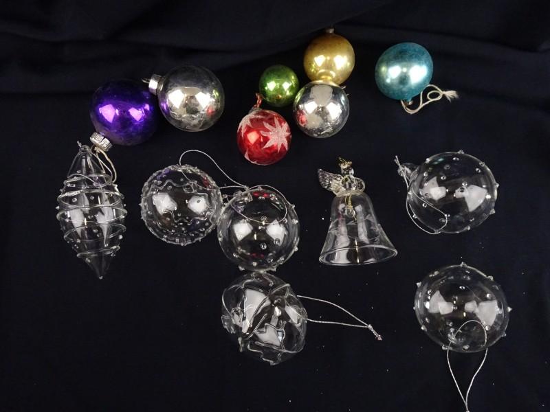 Lot van 14 kerstballen. 7 doorzichtige en 7 niet doorzichtige kerstballen.