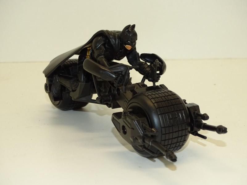 Batman op Stealth Batpod, DC Comics, 2008