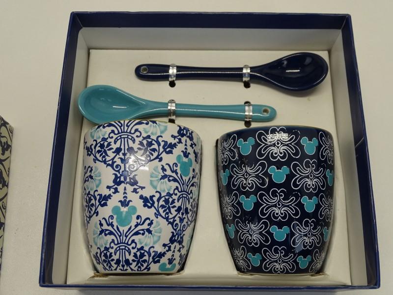2 Collectable Disney Tassen + 2 Lepeltjes, Disney Parks