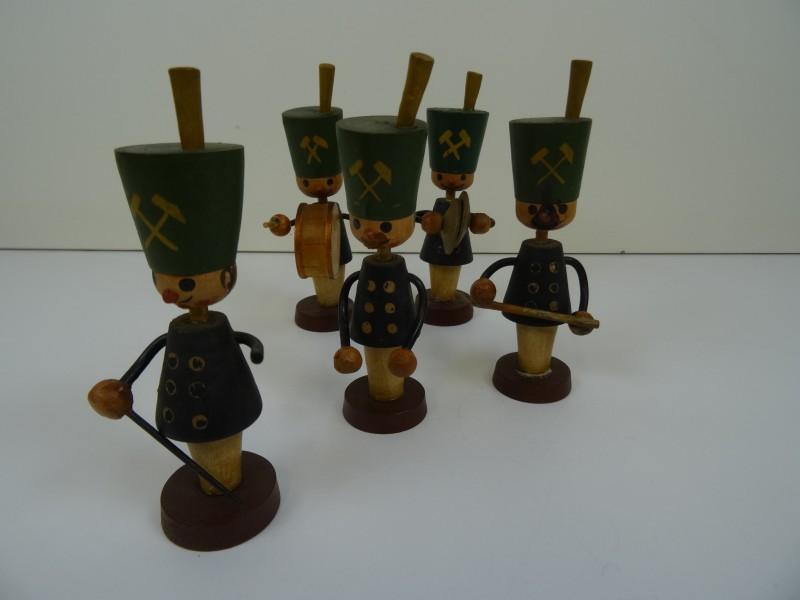 5 houten figuren