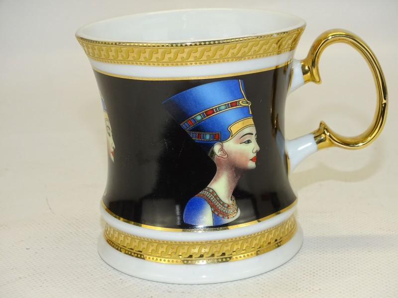 Porseleinen Tas, Egyptische Motieven