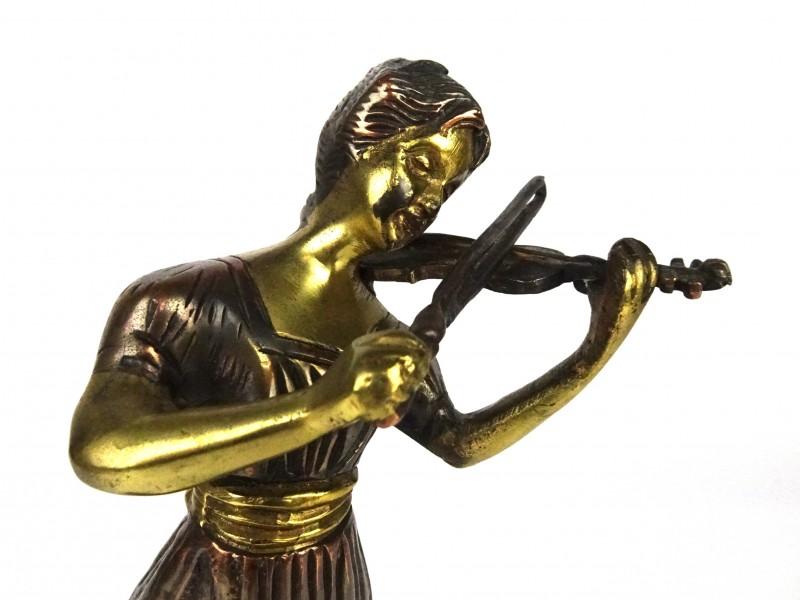 Beeldje van meisje met viool