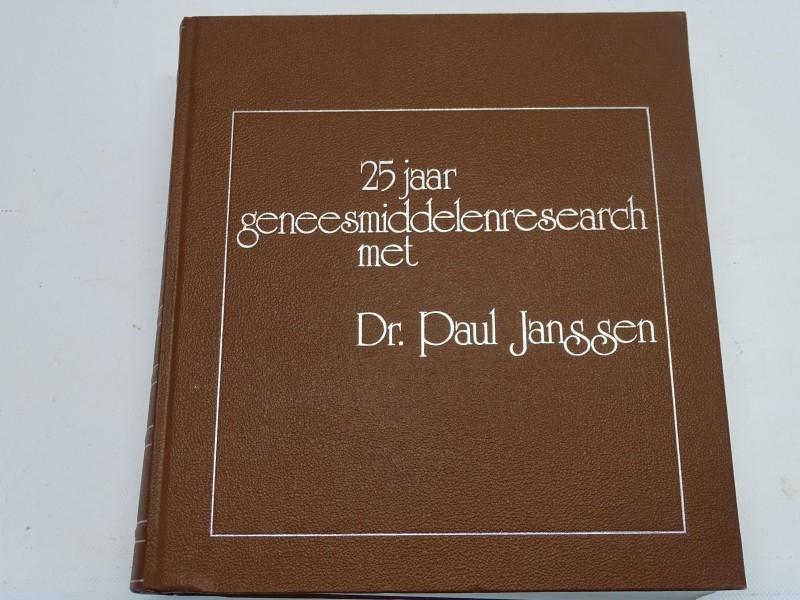 Boek, 25 Jaar Geneesmiddelenresearch met Dr. Paul Janssen, 1978