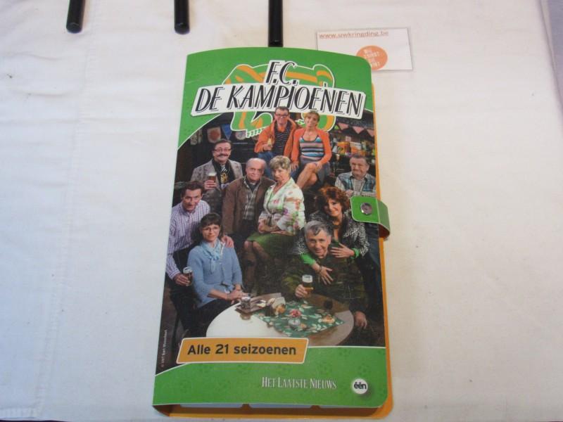 Collector's item: verzamelmap met dvd's van F.C. De Kampioenen, 2013