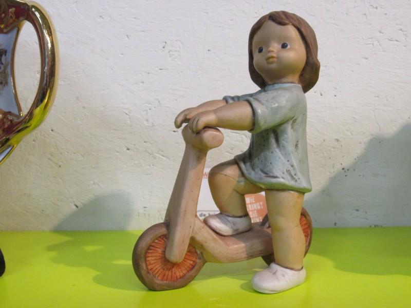 Meisje op step - Goebel Nina Marco - Limpke