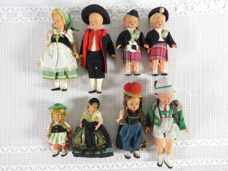 Lot vintage poppetjes in zwarte woud klederdracht