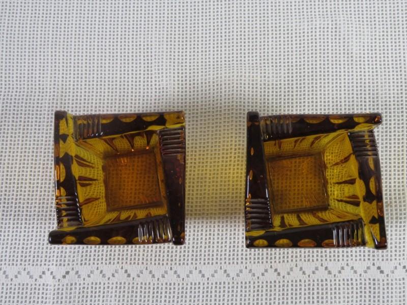 Set van 2 amberkleurige luxval asbakken