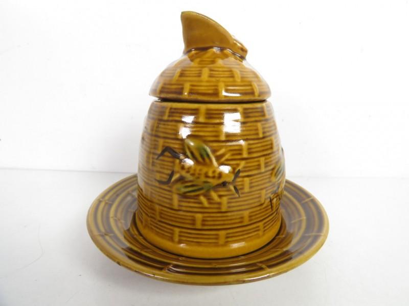 Honingpotje in de vorm van een bijenkorf