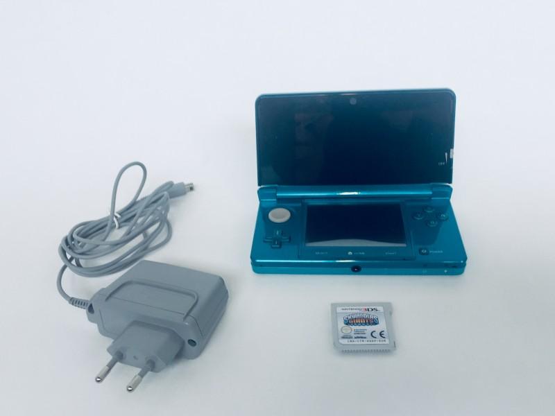 Nintendo 3DS Aquablue Edition + Game