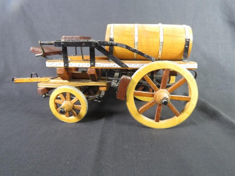 Huisvlijt houten wagen met ton