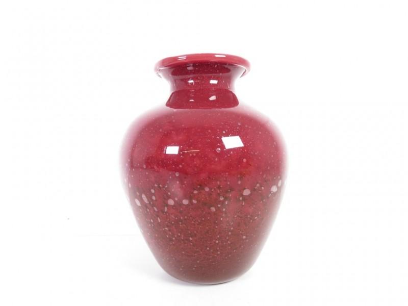 Vaas in rood glas