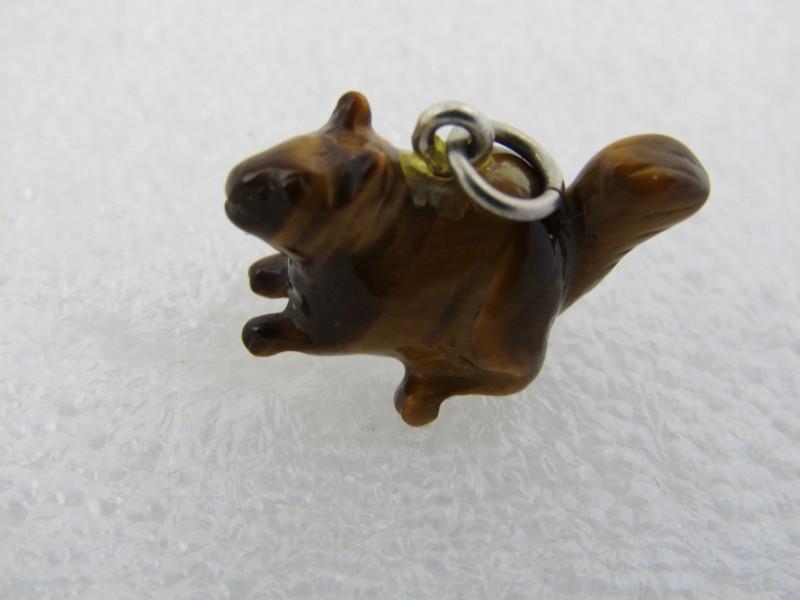 Edelsteen / Tijgeroog Hangertje: eekhoorn