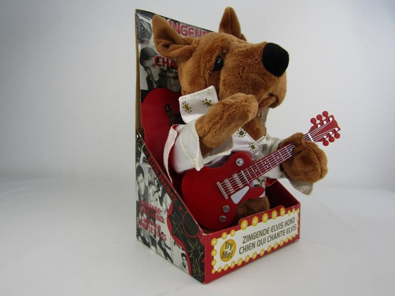 Zingende Elvis Presley Hond, Evora