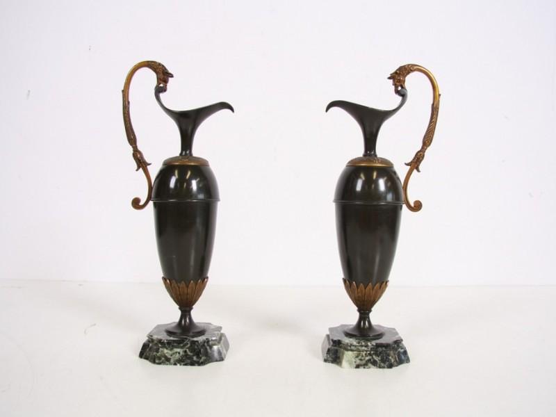 Paar antieke kruiken à la Claude galle met 2 griffins