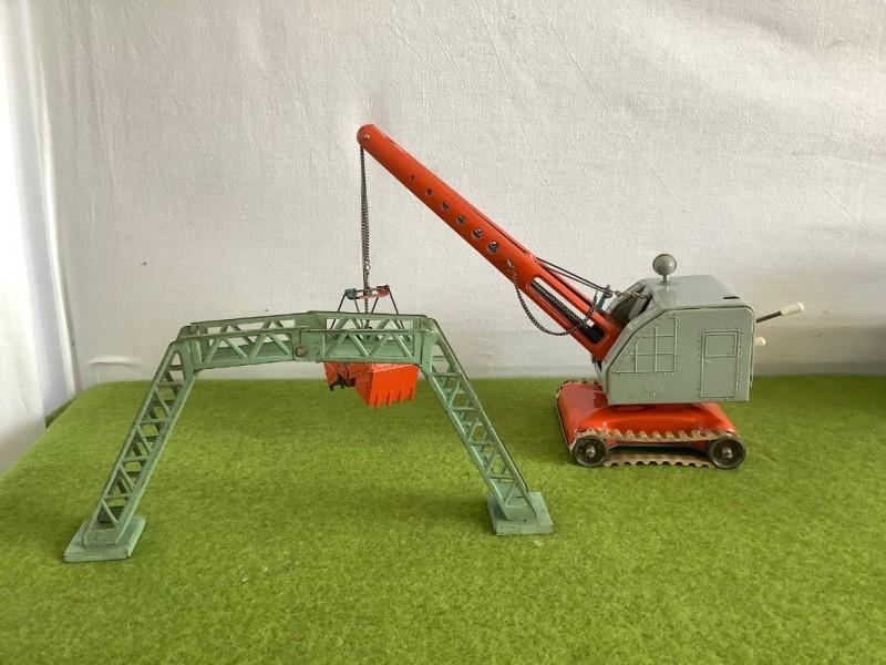 Blikken speelgoedkraan en brug (MFZ)