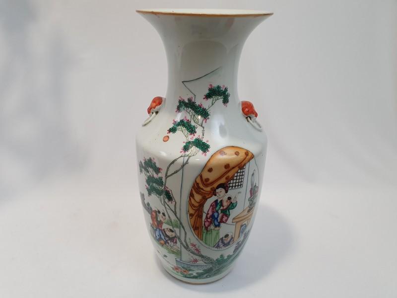 Chinese vaas met een huishoudelijk decor