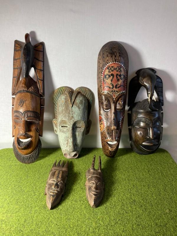 Lot van 6 etnische maskers