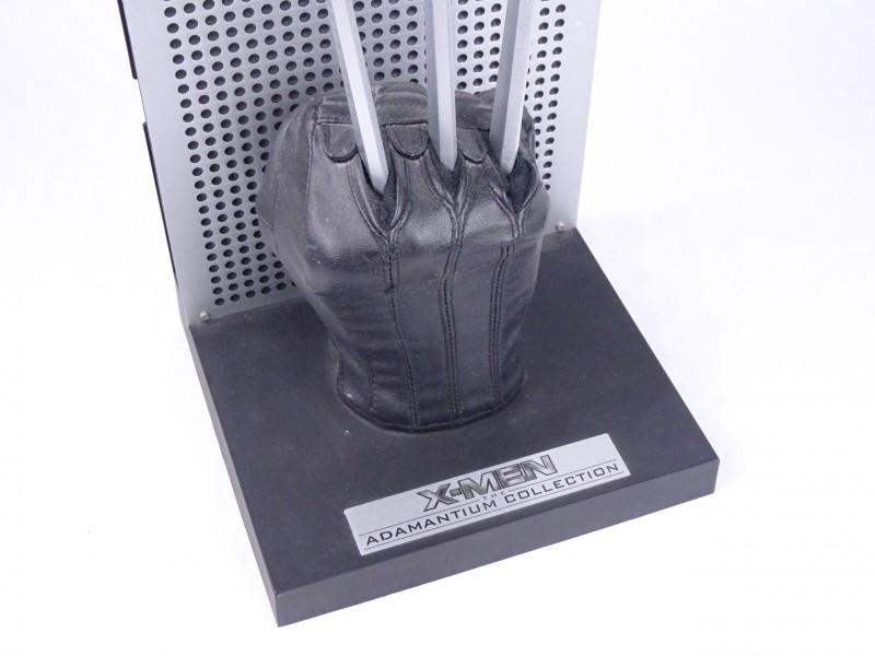 Marvel X-Men Adamantium Collection gadget.