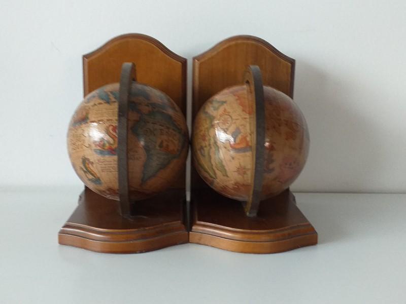 2 wereldbol boeksteunen