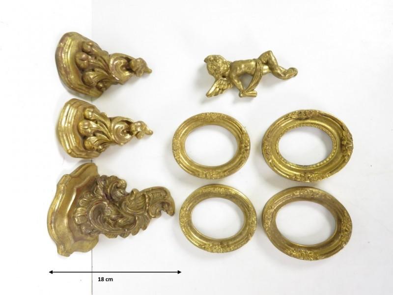 Goudkleurige ornamenten