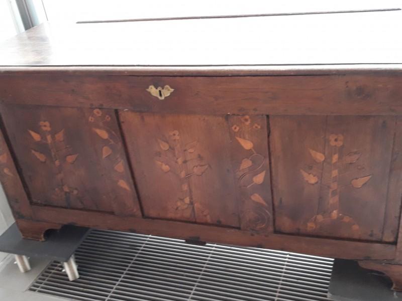 koffer in eikenhout van 18eeuw