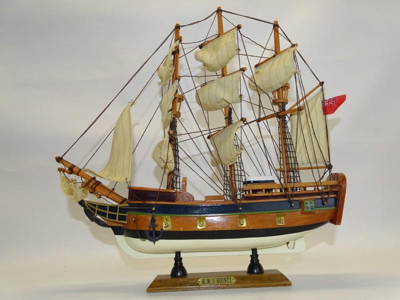 Miniatuur zeilschip: H.M.S Bounty