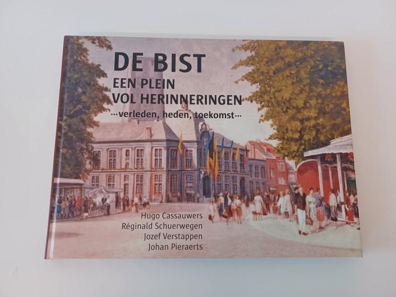 boek De Bist, een plein vol herinneringen